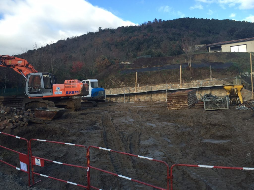 Travaux parking des Aymards, les travaux continuent