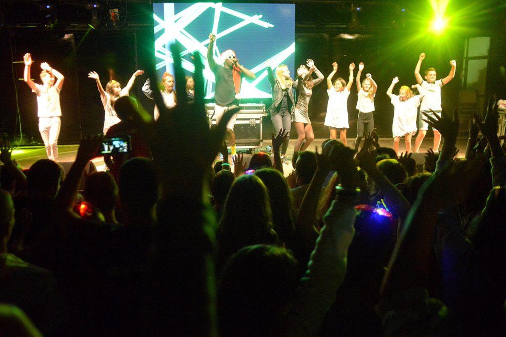 Ambiance survoltée avec Le MTI Music Tour